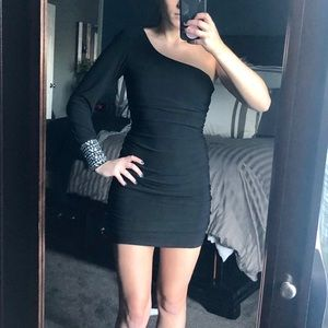 One sleeve black bodycon dress